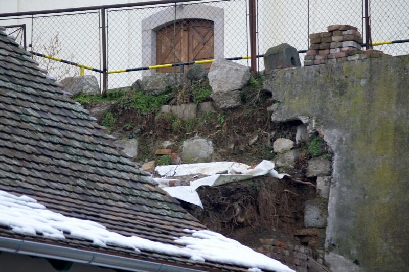 Kismaros 1,6 millió forintot nyert a templom előtti támfal helyreállítására