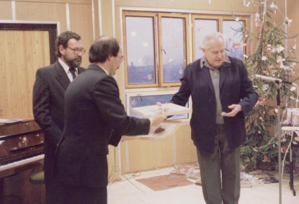 Orosz János polgármester, Álmos László igazgató és Major Sándor atya