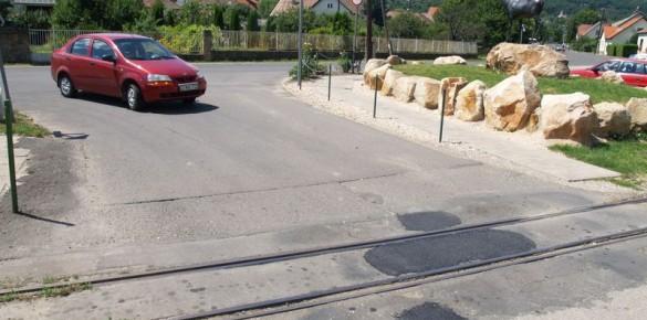 Megszűnt a kátyú a vasúti átkelőnél