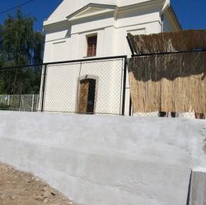 Elkészült a templom előtti támfal helyreállítása