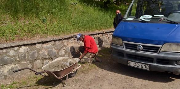 A startos csapat felújítja a Kossuth utcai támfalat