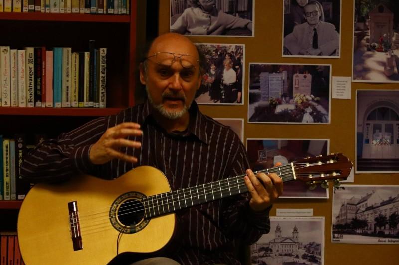 Szabó Sándor rendhagyó könyvbemutatója a könyvtárban