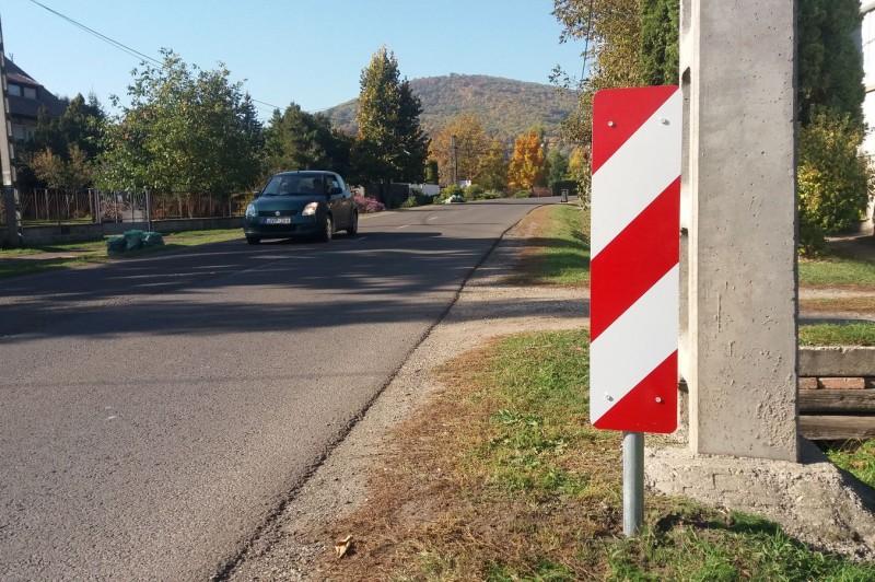Új táblák a Szokolyai út legveszélyesebb szakaszán