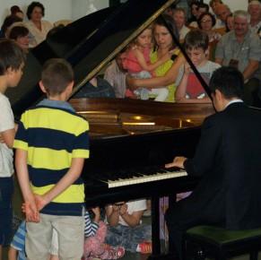 Kaneko Miyuji Attila zongorakoncertje Kismaroson