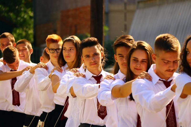 Elballagtak az iskola nyolcadikosai
