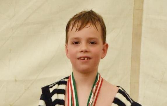 Három úszószám, három arany: újabb fiatal tehetség öregbíti Kismaros hírnevét