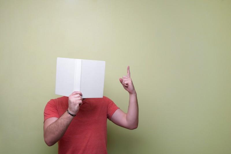 Fotózkodj a kedvenc könyveddel!